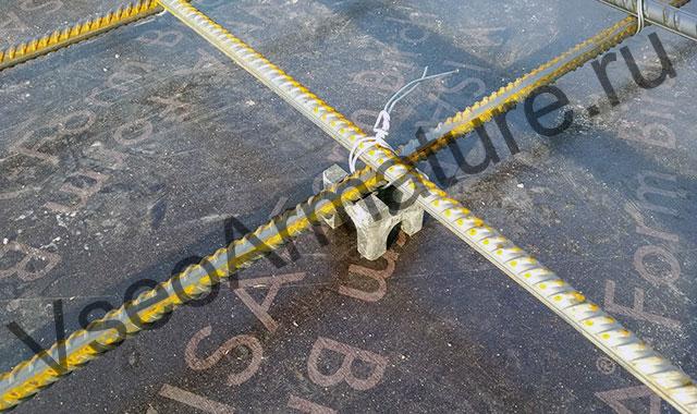 пластиковый фиксатор защитного слоя перекрытия