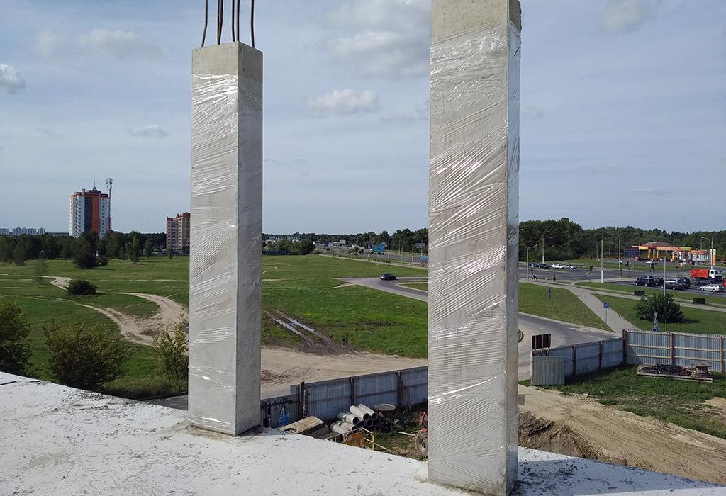2 бетонные армированные колонны