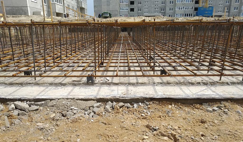 каркас армирования бетонной фундаментной плиты