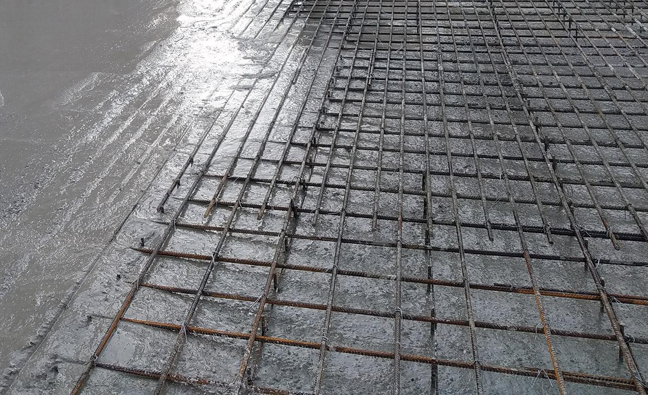 ржавая арматура во время бетонирования