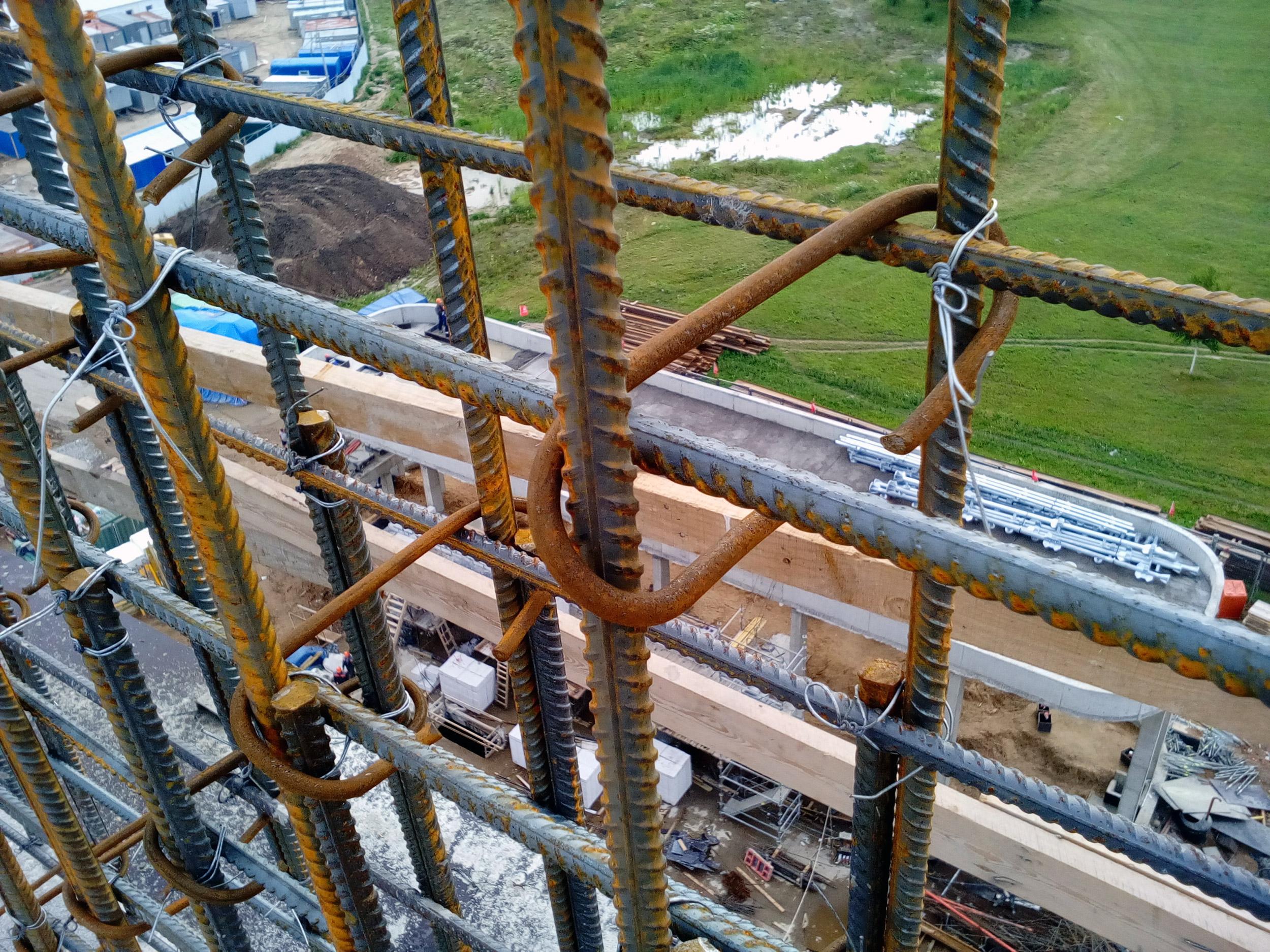 установка эсок в бетонной стенке